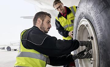 Aircraft Line Maintenance – Mobile Ways of Communication